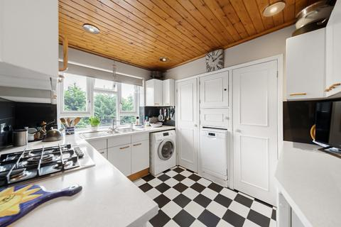 2 bedroom flat for sale - Wycliffe Road, Battersea, London