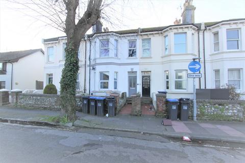 2 bedroom flat - Ashdown Road, Worthing, BN11
