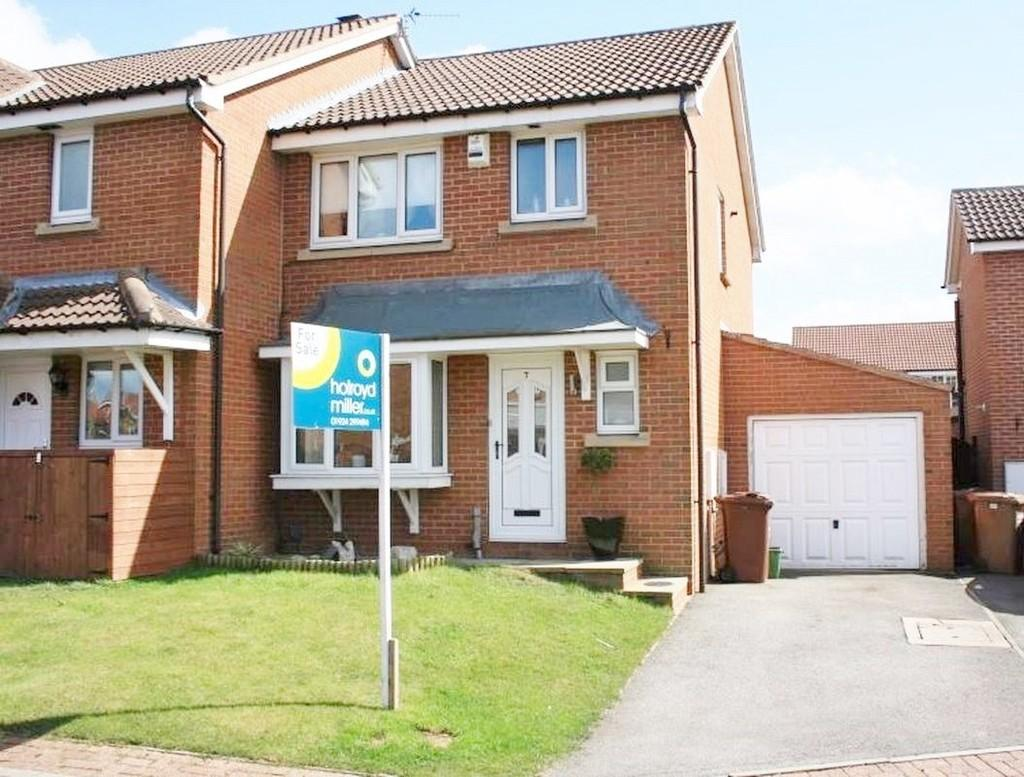 3 Bedrooms Semi Detached House for sale in Holly Mede, OSSETT, West Yorkshire
