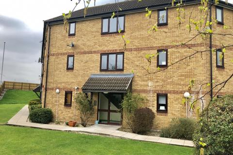 1 bedroom flat to rent - Messant Close, Harold Wood