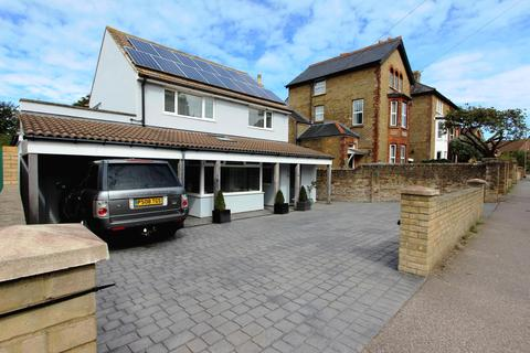 4 bedroom detached house for sale - Station Road, Walmer, CT14