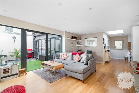 2 bedroom semi-detached bungalow for sale - Lutwyche Mews, Catford