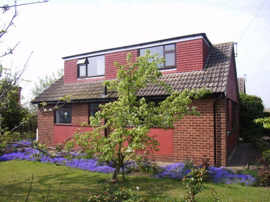 3 Bedrooms Detached Bungalow for sale in Manor Farm Drive, Soothill, Batley