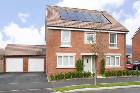 4 bedroom detached house for sale - Barleyfields Avenue, Bishops Cleeve GL52 8FL