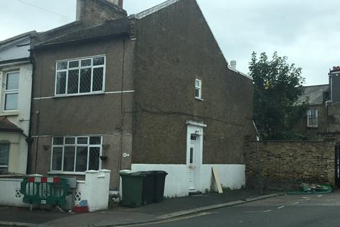 4 bedroom end of terrace house to rent - Ardmore Road, Catford, London SE13