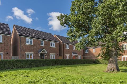 3 bedroom detached house for sale - Swaledale Road, Warminster
