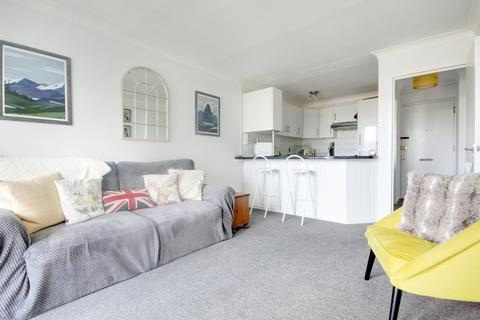 2 bedroom flat for sale - Carnegie House, Littlehampton Road, Worthing BN13 1NN