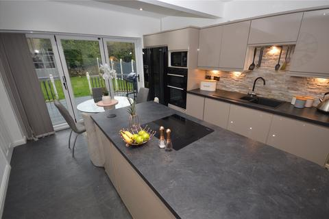 4 bedroom detached house for sale - Bradford Road, Guiseley, Leeds, West Yorkshire
