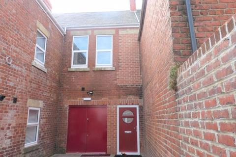 2 bedroom flat to rent - Station Road, Ashington