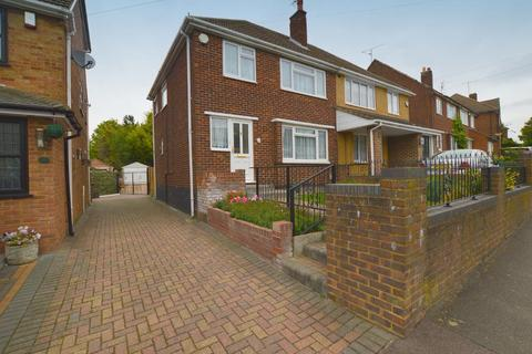 3 bedroom semi-detached house for sale - Hill Rise, Sundon Park, Luton, Bedfordshire, LU3 3EA