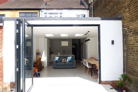 3 bedroom terraced house to rent - Grange Park Road, Leyton, E10