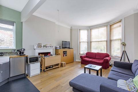 2 bedroom flat to rent - Chelsham Road, London