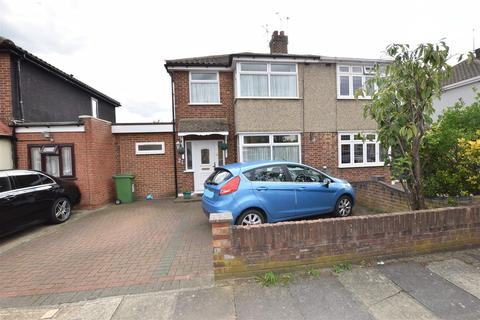 3 bedroom semi-detached house - Abbotts Close, Romford
