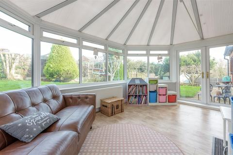 4 bedroom detached house for sale - Lincoln Close, Grantham