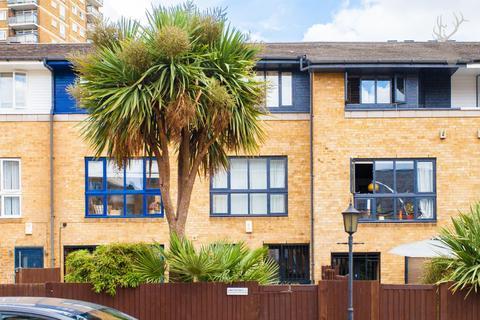 3 bedroom terraced house for sale - Hampstead Walk, Bow, London