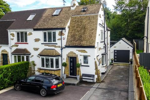4 bedroom semi-detached house for sale - Hawksworth Avenue, Guiseley