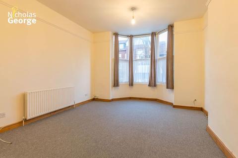 Studio to rent - School Road, Moseley, B13 9ET