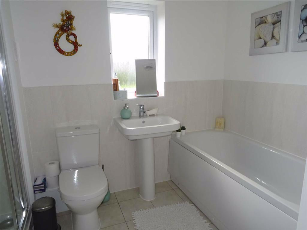 Modern bathroom (rear)