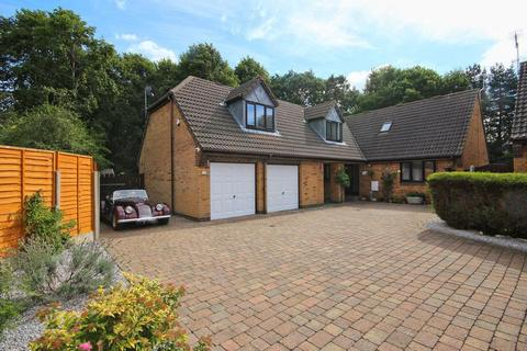 4 bedroom detached bungalow for sale - The Close, Willerby, Hull