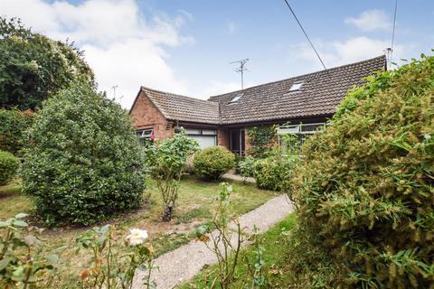 3 bedroom bungalow for sale - Elm Avenue, Heybridge