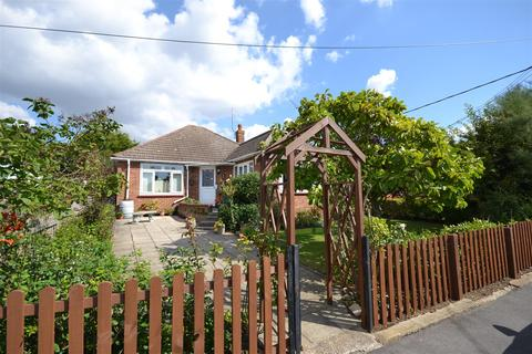 3 bedroom detached bungalow for sale - Hillside Road, Burnham-On-Crouch