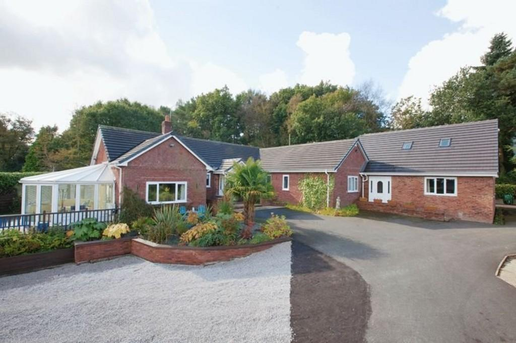 5 Bedrooms Detached Bungalow for sale in Market Drayton, Shropshire