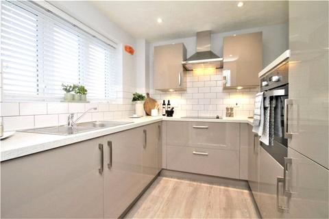 2 bedroom apartment for sale - Thorpe Road, Staines-upon-Thames, Surrey, TW18