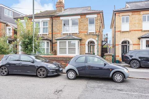 2 bedroom maisonette for sale - Gresham Road, Staines-Upon-Thames, TW18