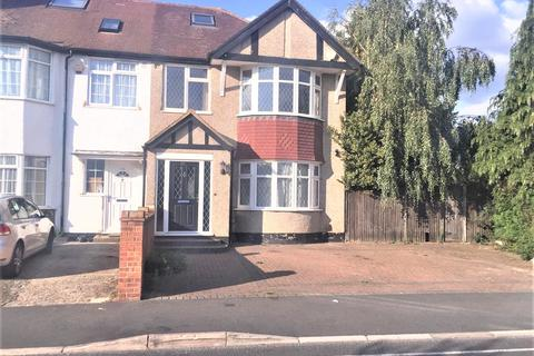 4 bedroom end of terrace house to rent - Granville Road, Hillingdon, London UB10