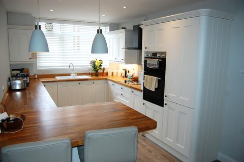 3 bedroom apartment for sale - Priory Court, Granville Road, Eastbourne BN20