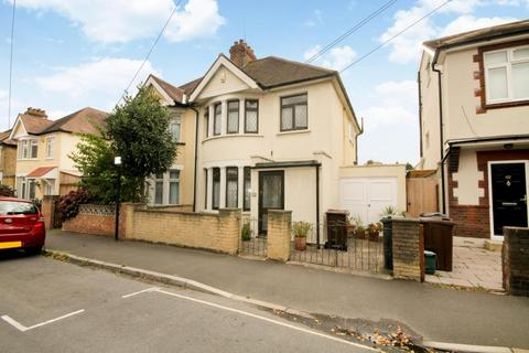3 bedroom semi-detached house for sale - Queen's Road, Feltham, TW13
