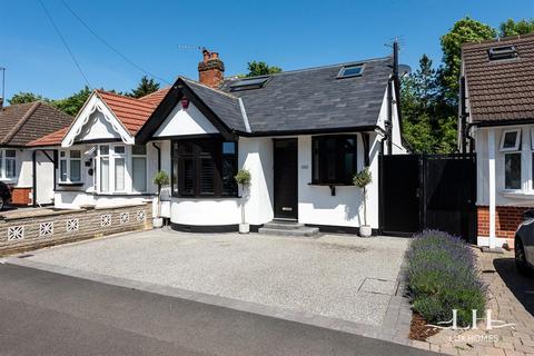 3 bedroom bungalow for sale - Howard Road, Upminster
