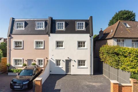 5 bedroom semi-detached house to rent - Sumburgh Road, SW12