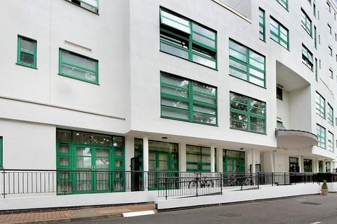2 bedroom flat - Aitman Drive, Greater London, TW8