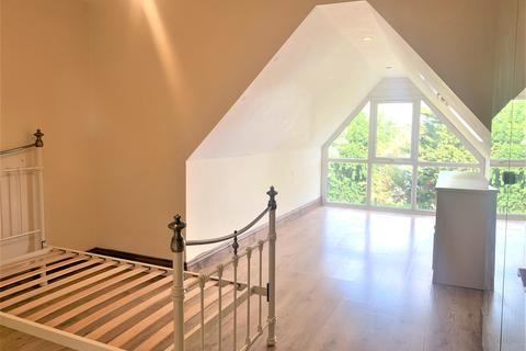 3 bedroom flat to rent - Gunnersbury Avenue, Acton, London W5