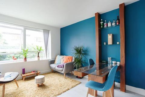 2 bedroom flat to rent - Regents Square , Bow , London E3