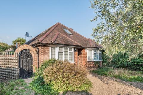 4 bedroom detached bungalow for sale - Hampton,  Richmond,  TW12