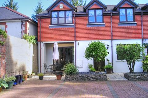 3 bedroom cottage - 8 Talygarn Mews, Talygarn, CF72 9JT