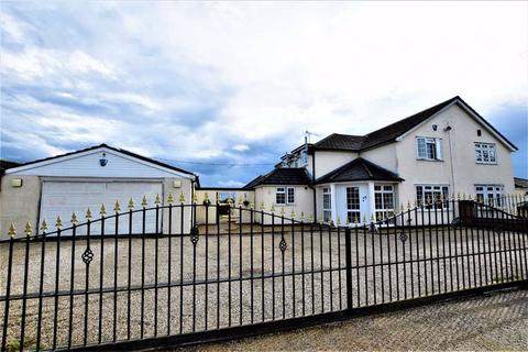 4 bedroom semi-detached house for sale - Bramble Lane, Upminster, Essex