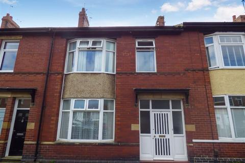 4 bedroom terraced house - Balmoral Gardens, North Shields