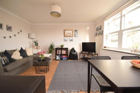 1 bedroom flat - Amyand Park Road, St Margarets Village