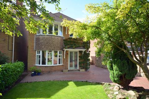 3 bedroom detached house for sale - Walton Road, Walton, Chesterfield, S40 3BT
