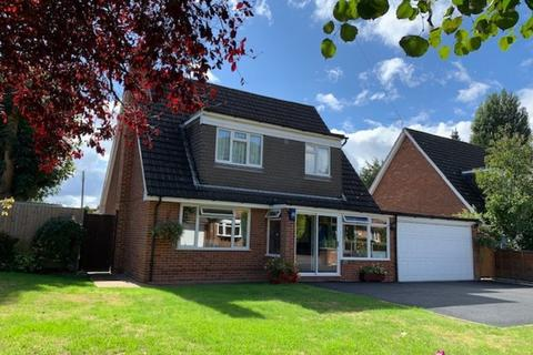 4 bedroom detached house for sale - Timsway, Staines upon Thames, TW18