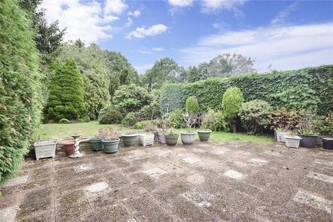 2 bedroom detached bungalow for sale - Woodroyd Gardens, Horley, Surrey
