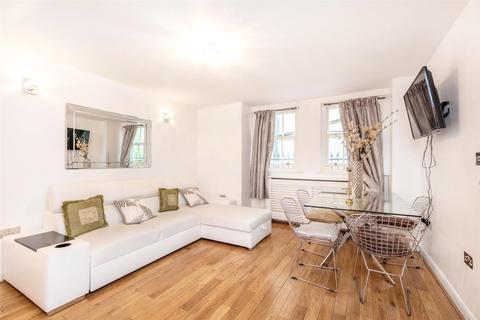 3 bedroom mews to rent - Callard Close, London