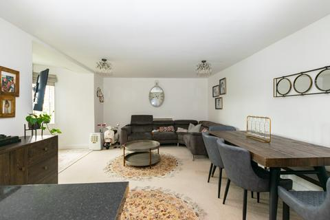 2 bedroom flat for sale - The Gables, 26 Highthorne Court, Leeds, LS17