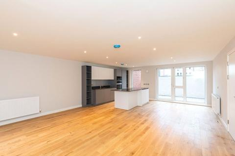 3 bedroom apartment - Apartment 3, Bernard Street Mews, Bernard Street, Edinburgh, Midlothian