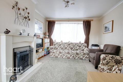 3 bedroom end of terrace house for sale - Greeno Crescent, Shepperton