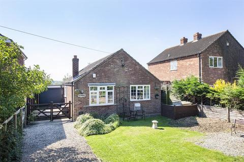 2 bedroom detached bungalow for sale - Main Street, Linton on Ouse, York, YO30 2AS
