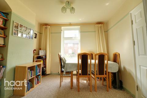 4 bedroom terraced house for sale - Gale Street, Dagenham